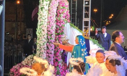 Cinco mil pessoas participam de coroação da padroeira de Araranguá