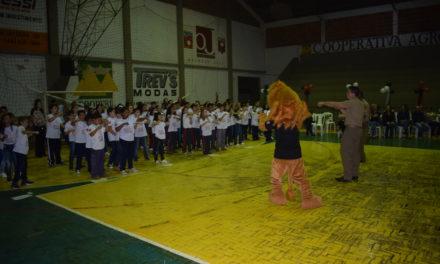 Mais de 120 alunos participam de formatura do Proerd