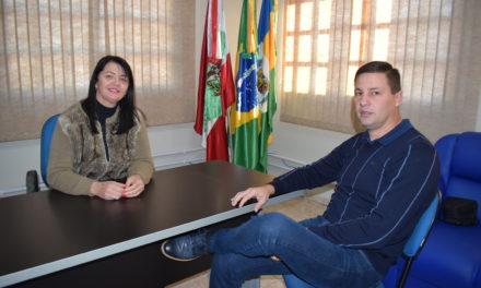Jacinto Machado recebe dois novos ônibus para ampliar frota escolar