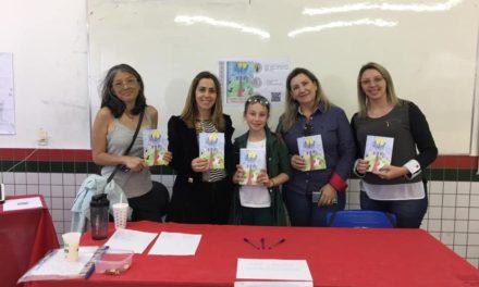 Estudantes lançam livros em Feira