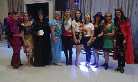 Professores celebram seu dia com festa a fantasia em Balneário Gaivota