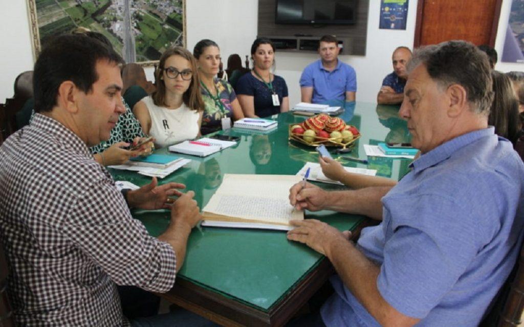 Sem orçamento até coleta de lixo em Maracajá está ameaçada