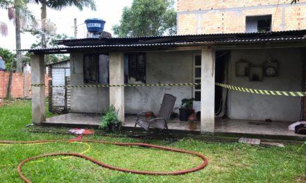 Incêndio destrói parte de residencia no extremo Sul de SC
