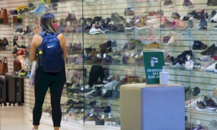 Clientes poderão provar calçados e acessórios no comércio de SC