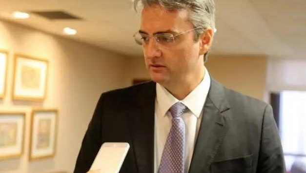 Bolsonaro nomeia Rolando Alexandre de Souza para a Polícia Federal