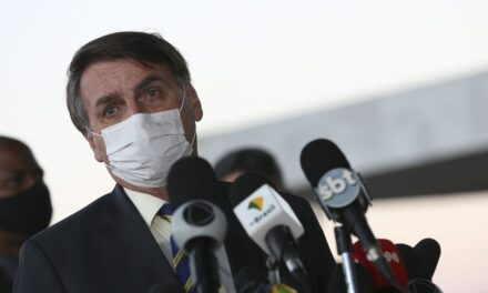 Bolsonaro veta R$ 8,6 bi de fundo extinto para combate a coronavírus