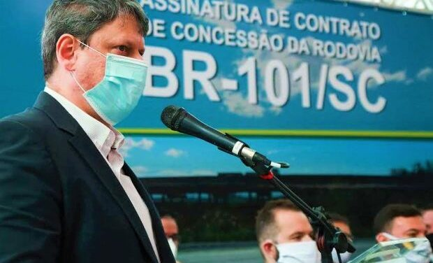 Ministro da Infraestrutura assina contrato de concessão do trecho Sul da BR-101