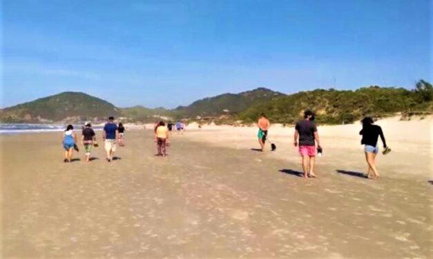 Mais de 200 pessoas são retiradas de praia no Sul de SC por descumprirem decreto