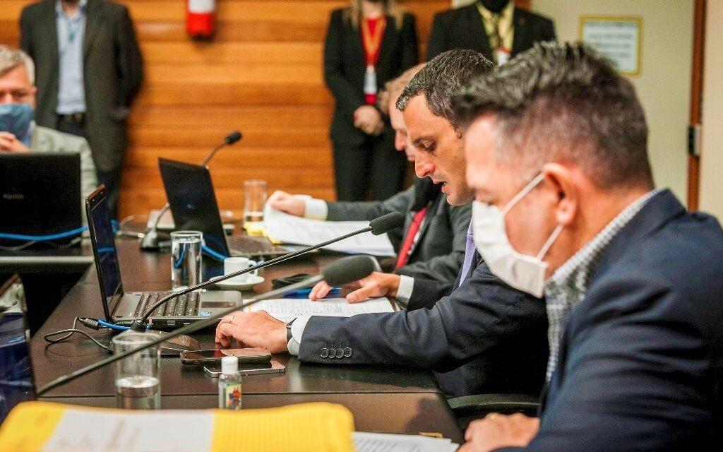 Comissão votará relatório do impeachment nesta terça-feira