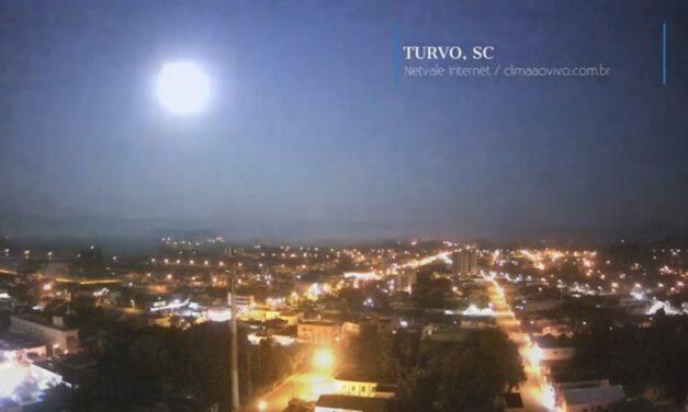 Meteoro faz a noite virar dia no Norte Gaúcho e Sul Catarinense