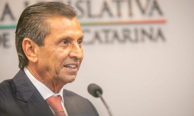 Alesc revoga prisão e restabelece mandato e presidência de Julio Garcia