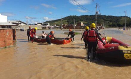 Governo do Estado realiza atendimentos para auxiliar cidades atingidas pelas chuvas