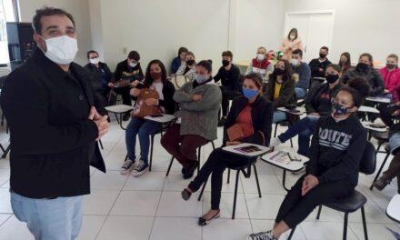 Santa Rosa do Sul oferece bolsas integrais em curso de idiomas a alunos da rede pública
