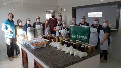 Mulheres participam de curso de Conservas e Hortaliças em Arroio do Silva