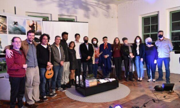 Em uma roda de poesias, artistas são homenageados em evento cultural de Torres