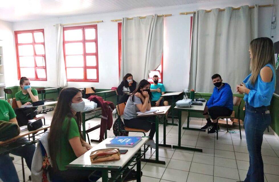 Santa Rosa do Sul promove iniciação profissional a jovens e adolescentes
