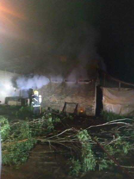 Estufa de fumo é atingida por incêndio em Timbé do Sul